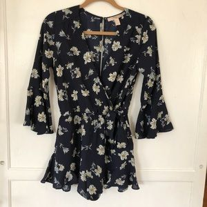 Forever 21 Navy romper w/ lily floral print NWOT